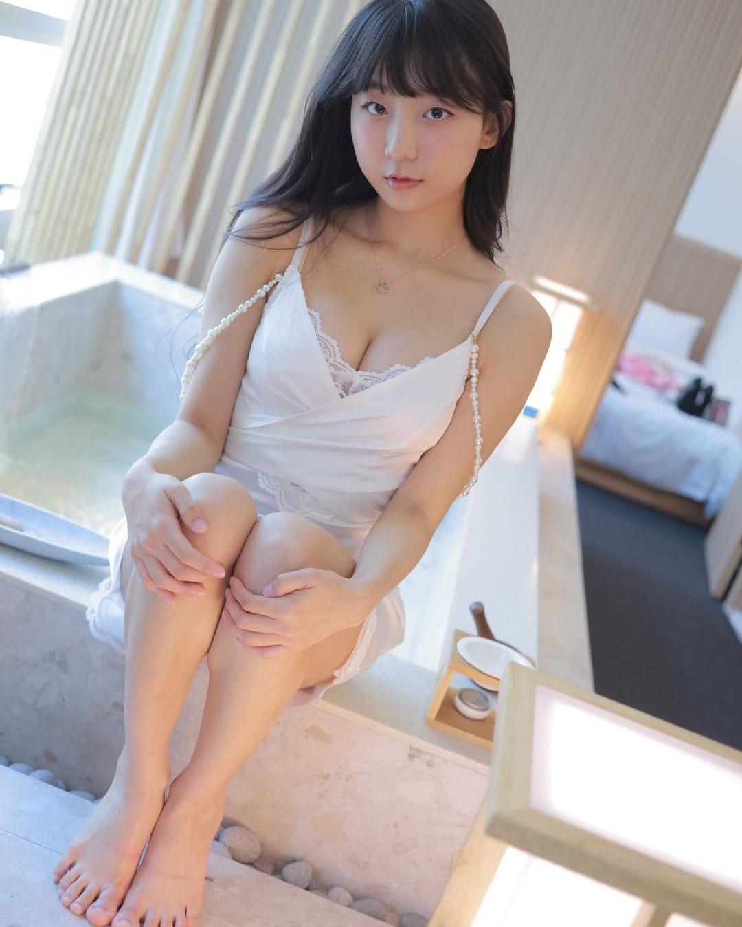 ピョ・ウンジ「シュミーズ姿にドキっ」ホテルとのタイアップでセクシーにお部屋紹介【画像6枚】の画像003
