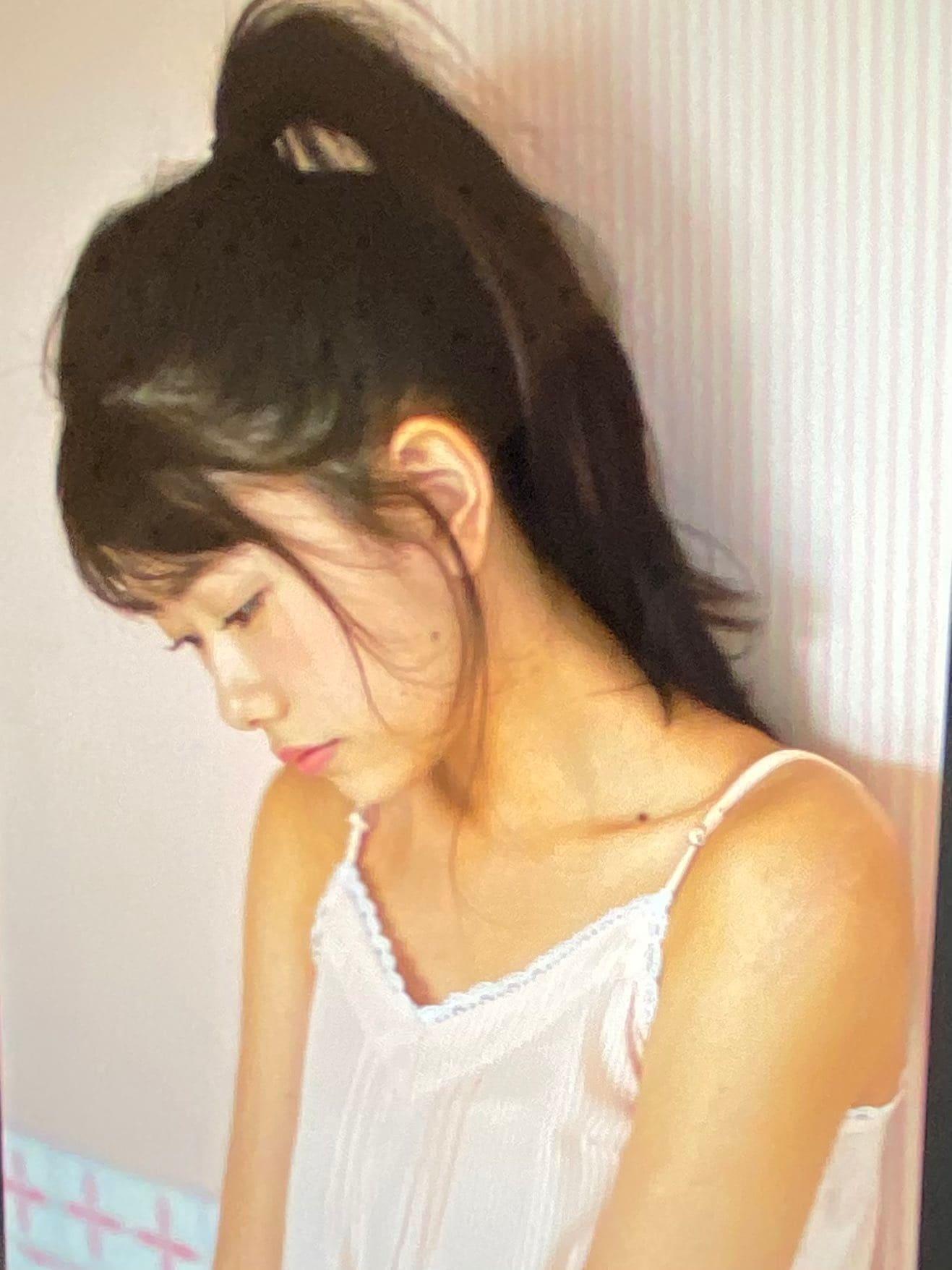 AKB48千葉恵里「幼さと大人らしさの共存…」雑誌撮影のオフショットを公開【画像4枚】の画像001