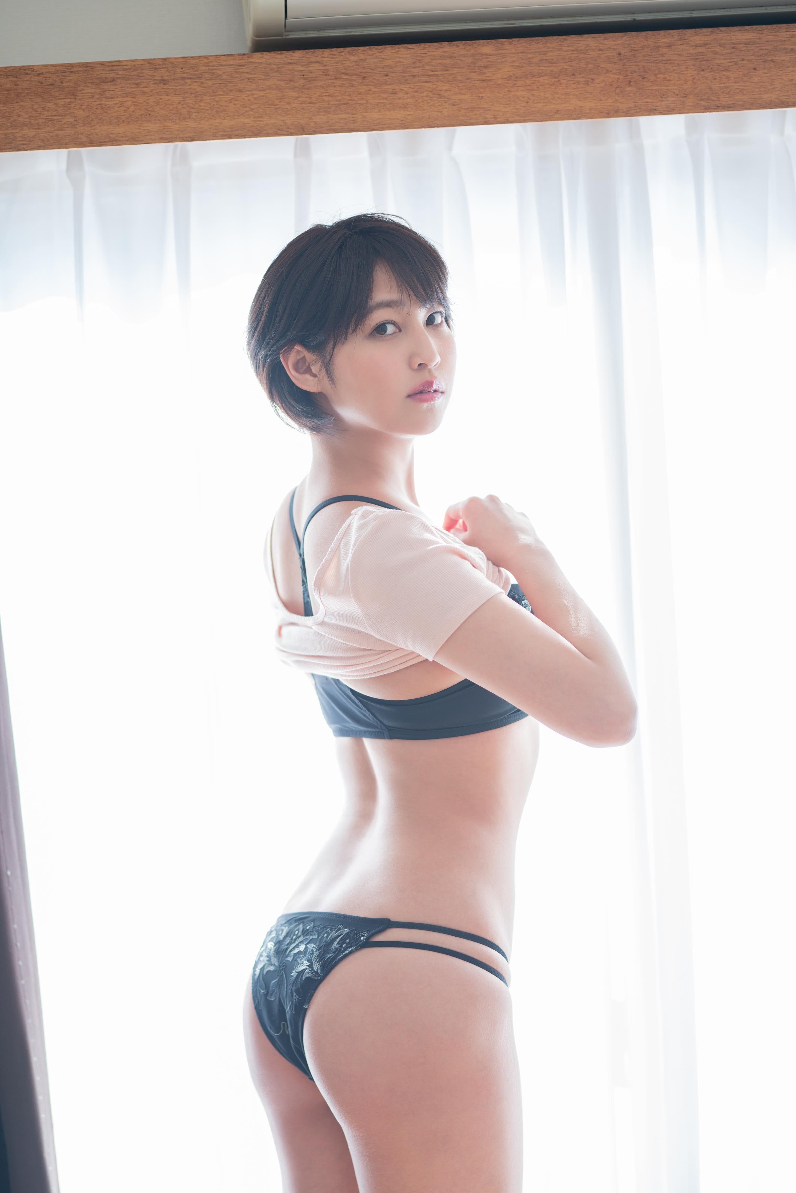 小柳歩「セクシー家庭教師」が年下男子と禁断の関係に?【写真11枚】の画像002