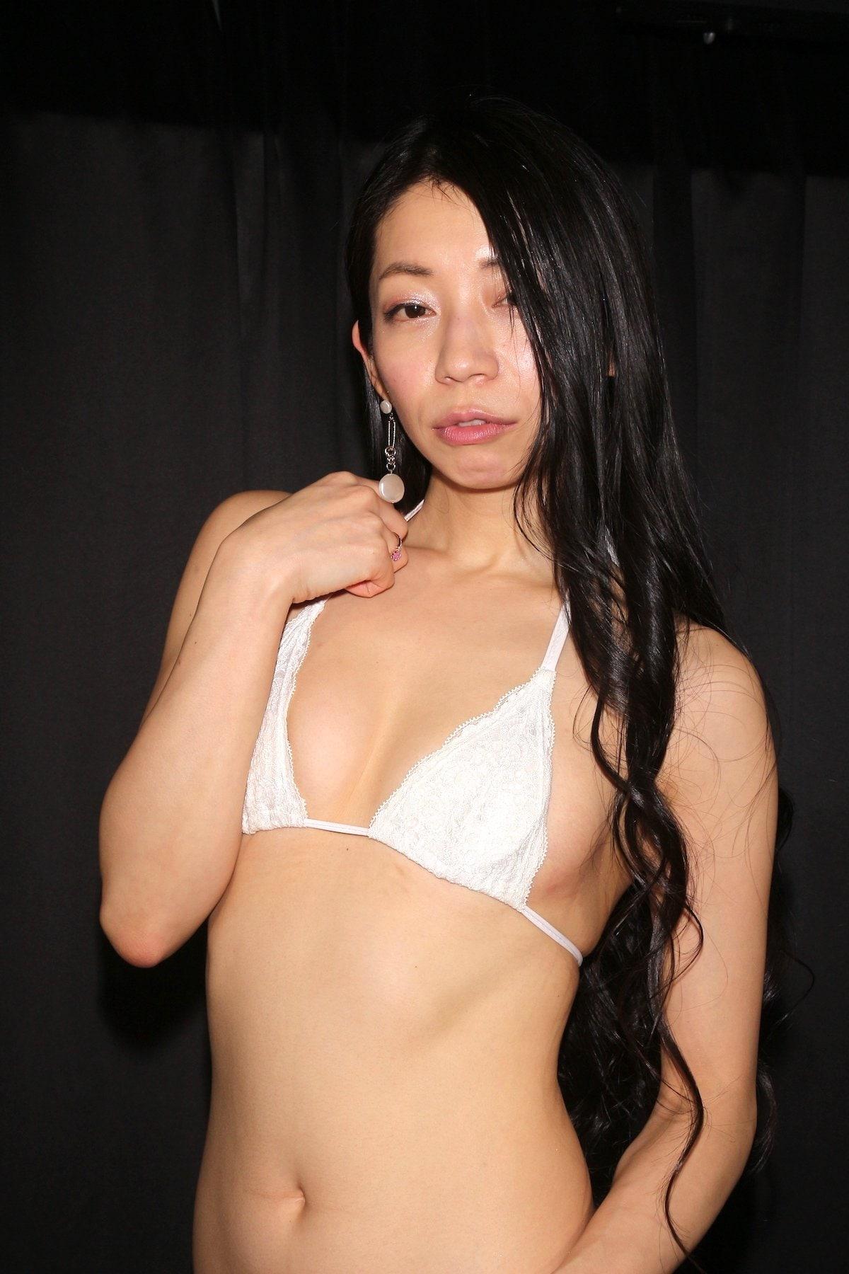 岩崎真奈「ベンチの縁にこすったり」私史上最高にセクシー【画像50枚】の画像025