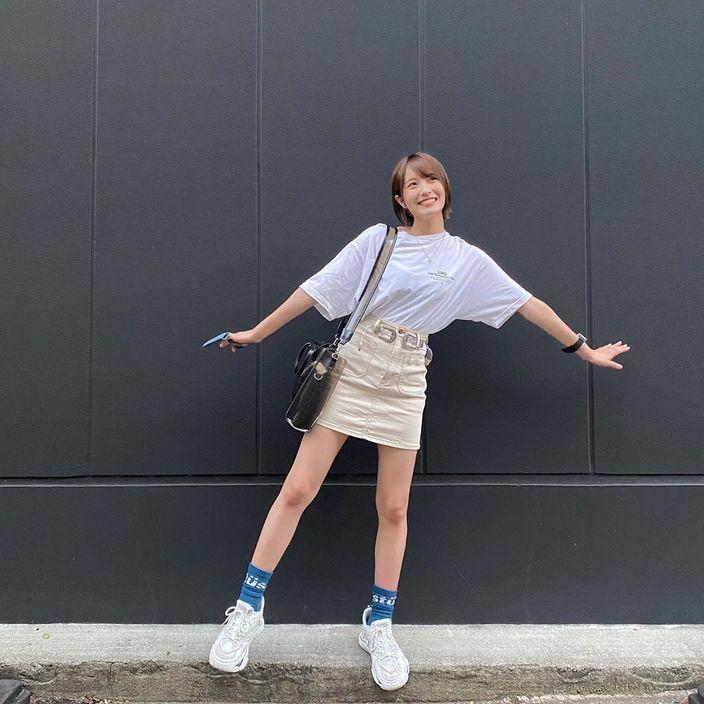 NMB48小嶋花梨「美脚がそわそわ?」久しぶりの私服スカートにファン歓喜の画像