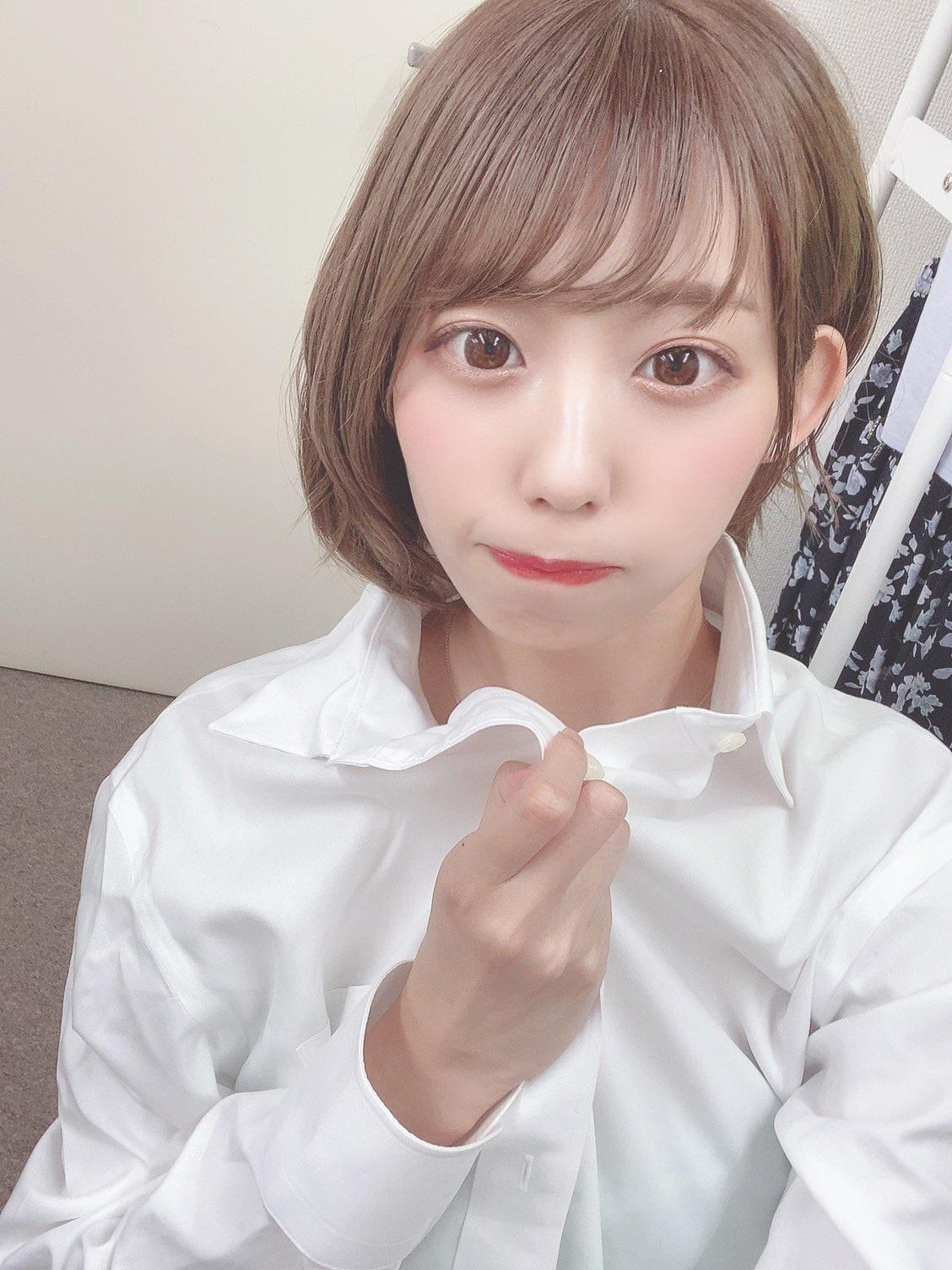 元NMB48山岸奈津美「彼氏ワイシャツ風」水着ショットを披露に称賛【画像4枚】の画像001