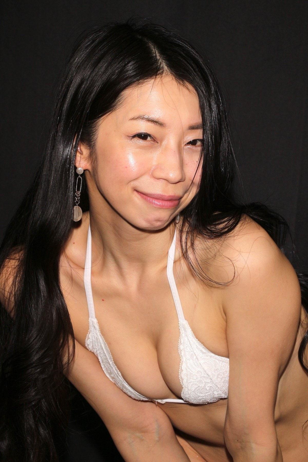 岩崎真奈「ベンチの縁にこすったり」私史上最高にセクシー【画像50枚】の画像032