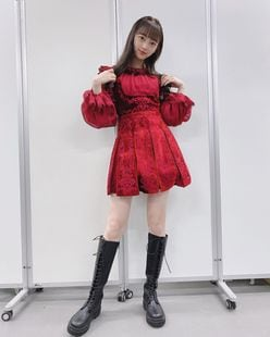 堀未央奈「新衣装でスラリ美脚披露」メンバーがたくさん褒めてくれて…【画像2枚】の画像
