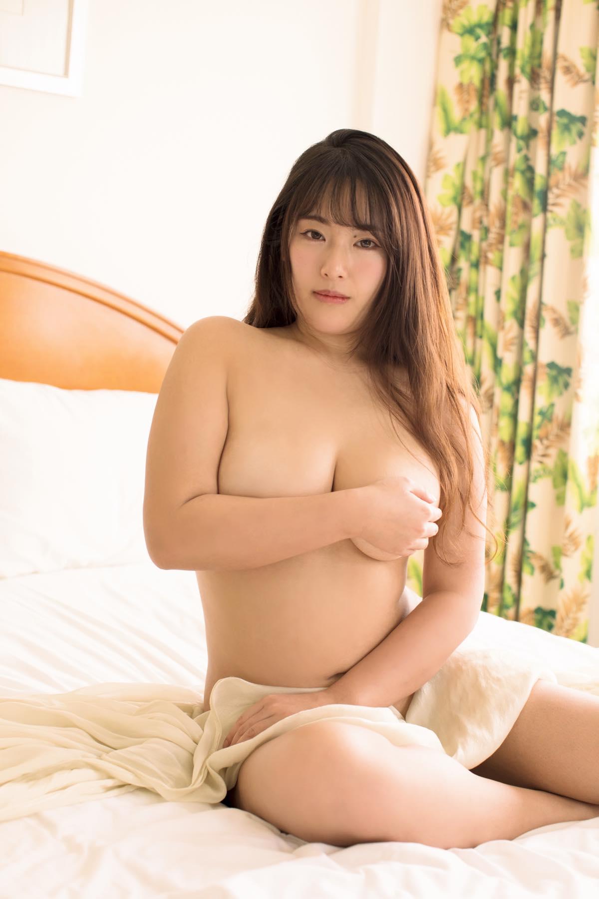 秋山かほ「胸が大きすぎてチェーンがちぎれちゃいました」【写真12枚】の画像004