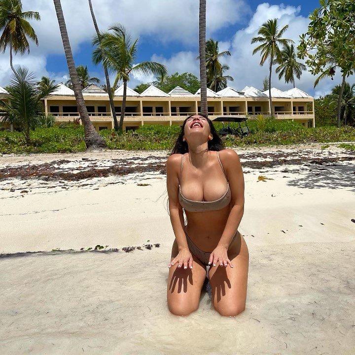 キム・カーダシアン「資産10億ドル以上のビリオネア!」40歳には見えぬ美ボディで夏を満喫【画像2枚】の画像001