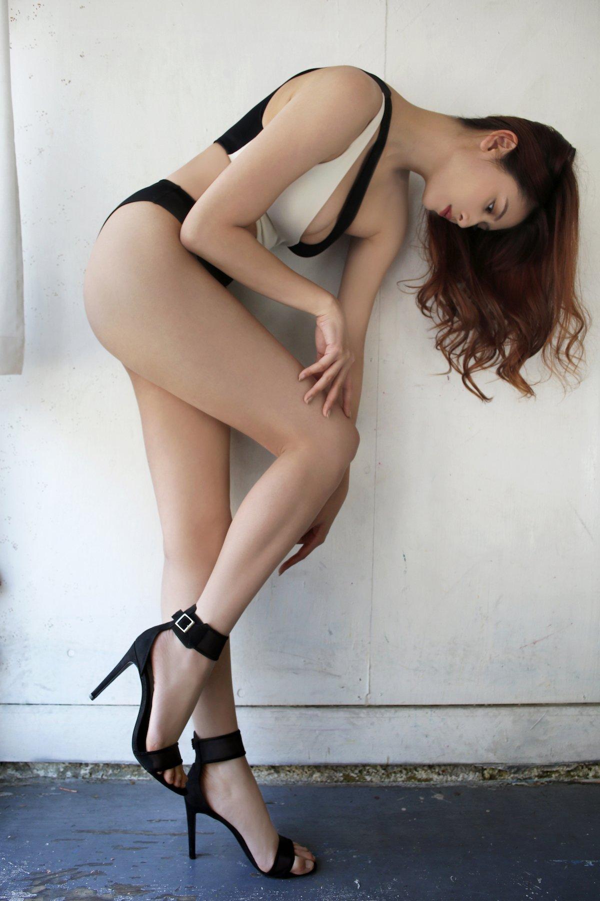 アンジェラ芽衣「ため息の出そうな美脚」『ヤングアニマル』アザーカット大公開!【画像7枚】の画像002