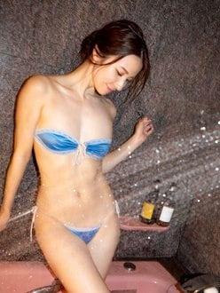 """""""色気マシマシ""""戸田れい「水も滴るマッチョくびれ」まるで絵画の美女の画像"""