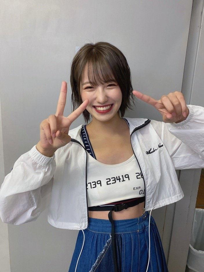 NMB48小嶋花梨「有名になる!」腹チラ衣装で決意表明【画像3枚】の画像