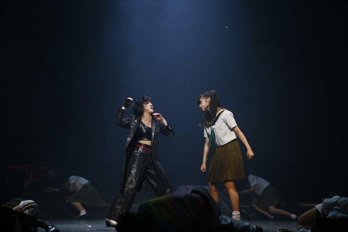 小栗有以と岡田奈々がW主演の舞台『マジムリ学園』の初日公演が開催!【写真30枚】