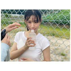 NMB48上西怜「ドキドキな濡れ髪で視線チラ」グラビア撮影のオフショットを公開【画像2枚】の画像