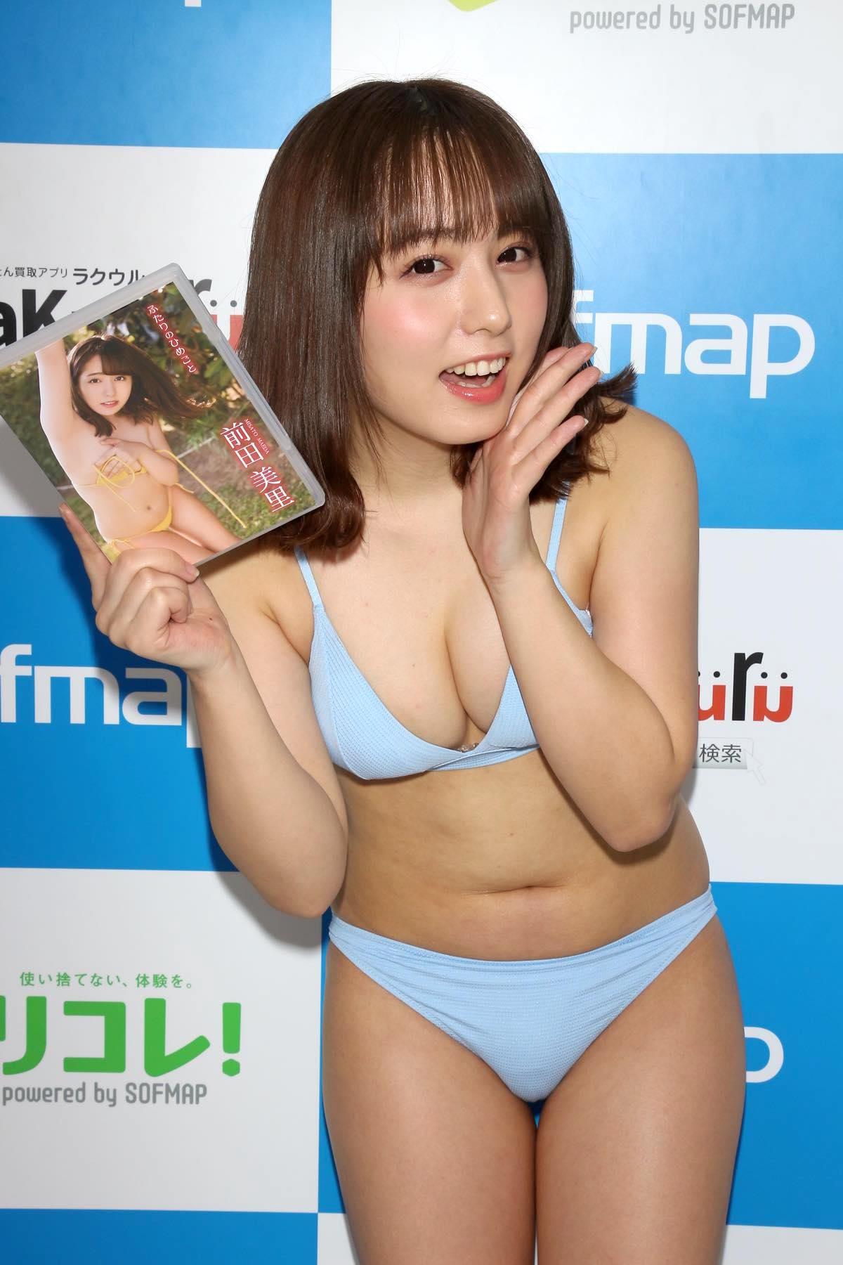 前田美里「胸元ガッツリ開いた競泳水着」に挑戦して、緊張!【写真44枚】の画像044