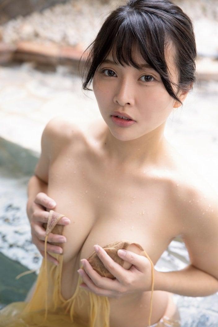 橋本ひかり「ヒモはいらないの」手ブラで露出度の限界に挑戦【画像9枚】の画像