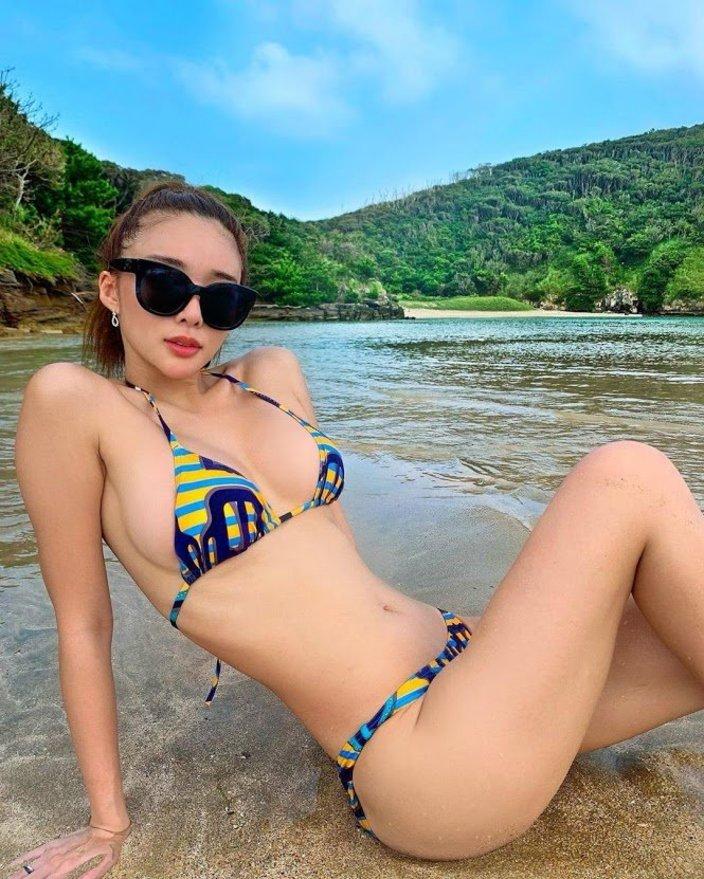 濱野りれ「セレブすぎるビキニ姿!」長崎の離島でまだまだ夏を満喫中の画像