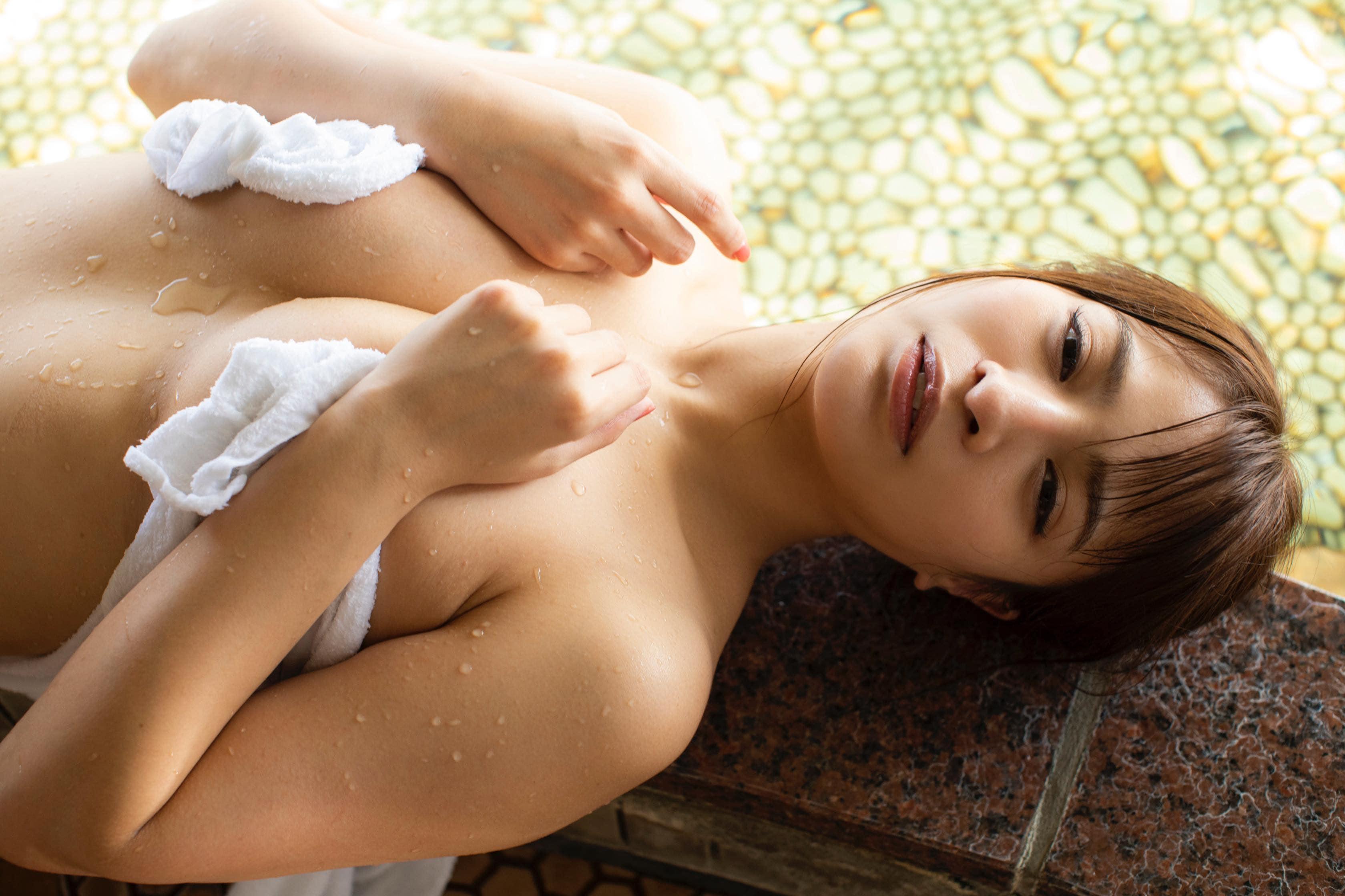 春菜めぐみ「浴衣をはだけて…」豊満ボディで誘惑!【写真22枚】の画像007