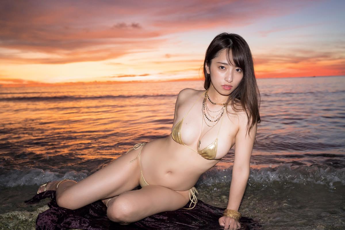 高梨瑞樹「ハイレグ水着」で現役女子大生が誘惑!【写真10枚】の画像001