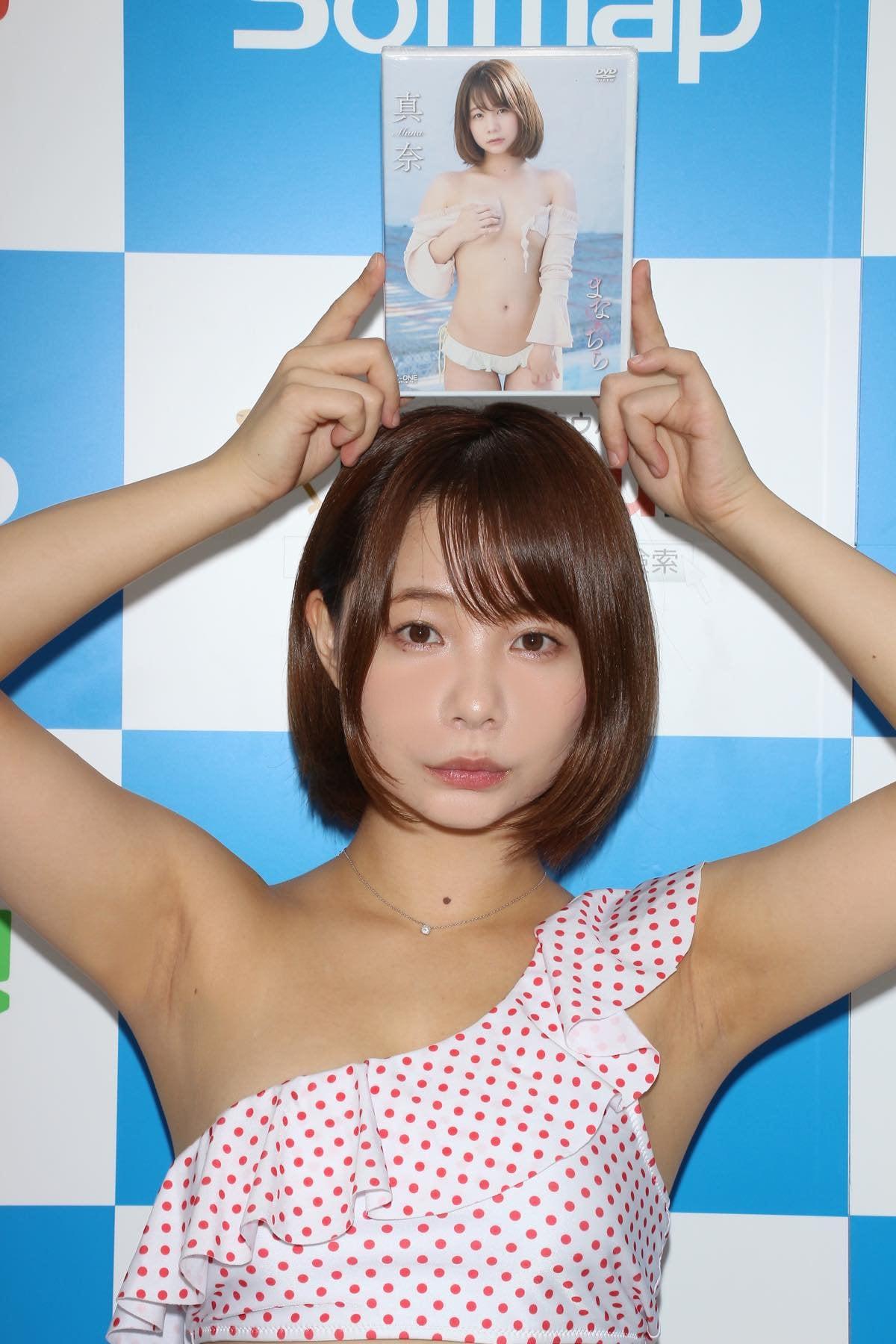 真奈「日本一パンチラしてるのが売り」毎日チラチラしてます【写真38枚】の画像027