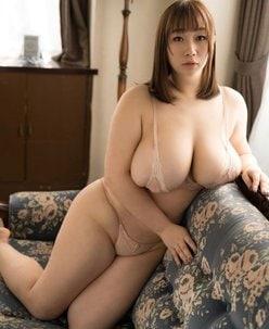 """""""110cm""""AKO「Kカップがこぼれ出る寸前!」""""勝利の乳神様""""の画像"""