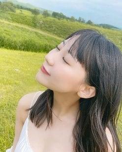 HKT48田中美久「健康的な肌見せオフショットを公開」ファースト写真集『1/2少女』2度目の重版が決定【画像3枚】の画像