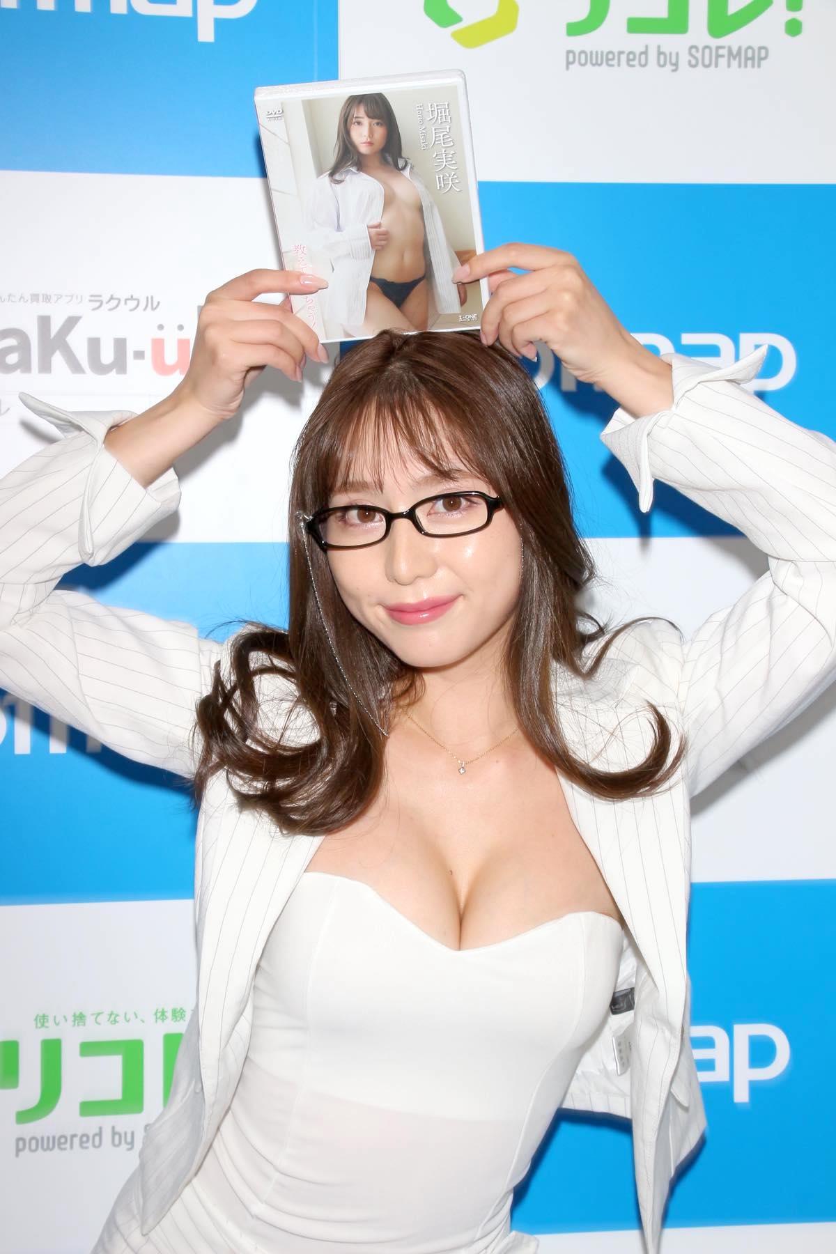 堀尾実咲「シャツの下は着てないの」危ない撮影に挑戦【写真42枚】の画像036