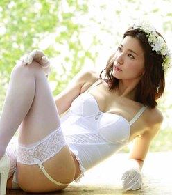 """""""大人美女""""戸田れい「純白ウエディング水着」しなやかな美脚にうっとりの画像"""