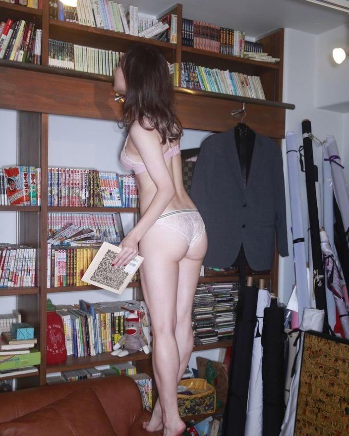 須田亜香里がグラビアのアザーカットで桃尻を披露!武井壮が思わず「服を着なさい」の画像