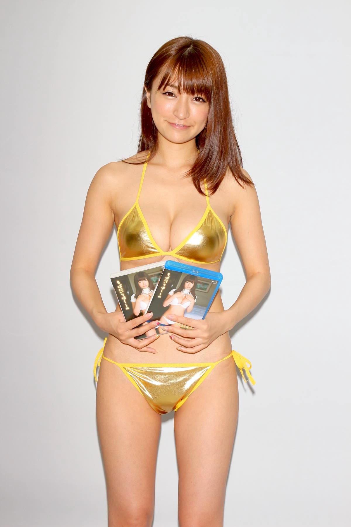 ☆HOSHINO「色気がダダ漏れ」衝撃的セクシーさで攻める!【写真25枚】の画像020