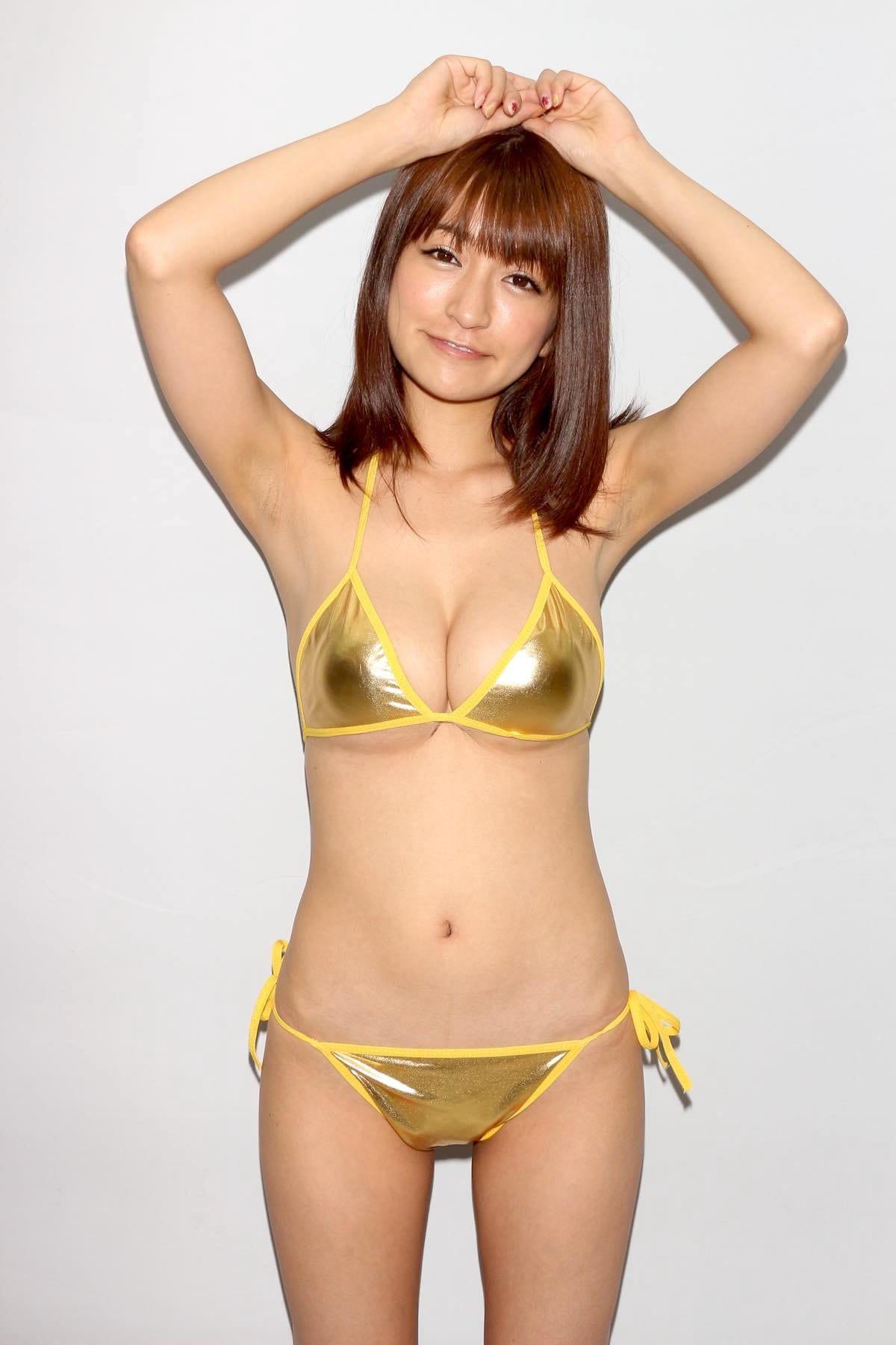 ☆HOSHINO「色気がダダ漏れ」衝撃的セクシーさで攻める!【写真25枚】の画像011