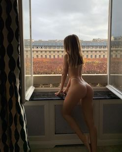 マチルダ・タント「フランス生まれの桃尻!」パリの冬をランジェリー姿で堪能中…【画像2枚】の画像