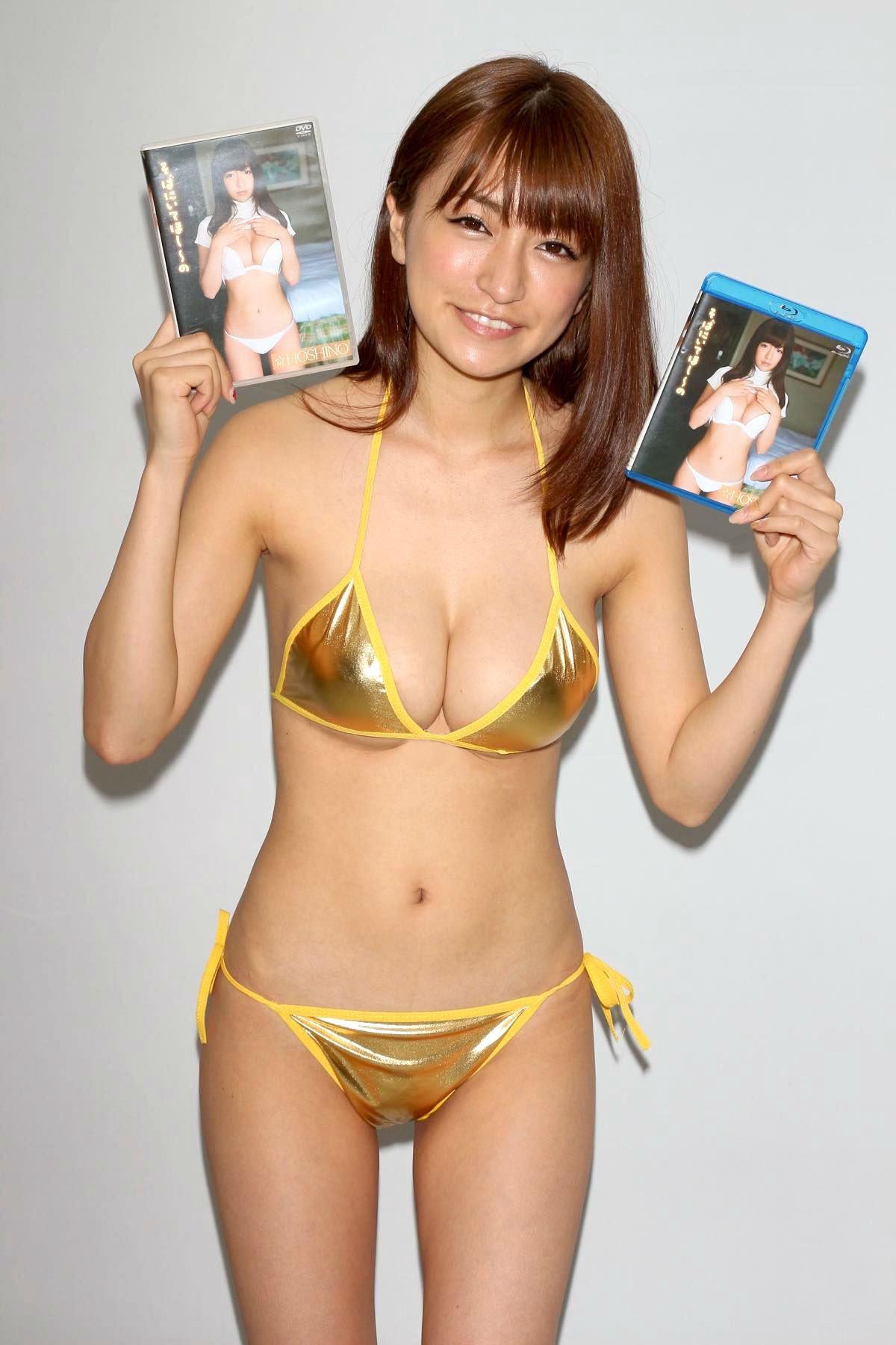 ☆HOSHINO「色気がダダ漏れ」衝撃的セクシーさで攻める!【写真25枚】の画像025