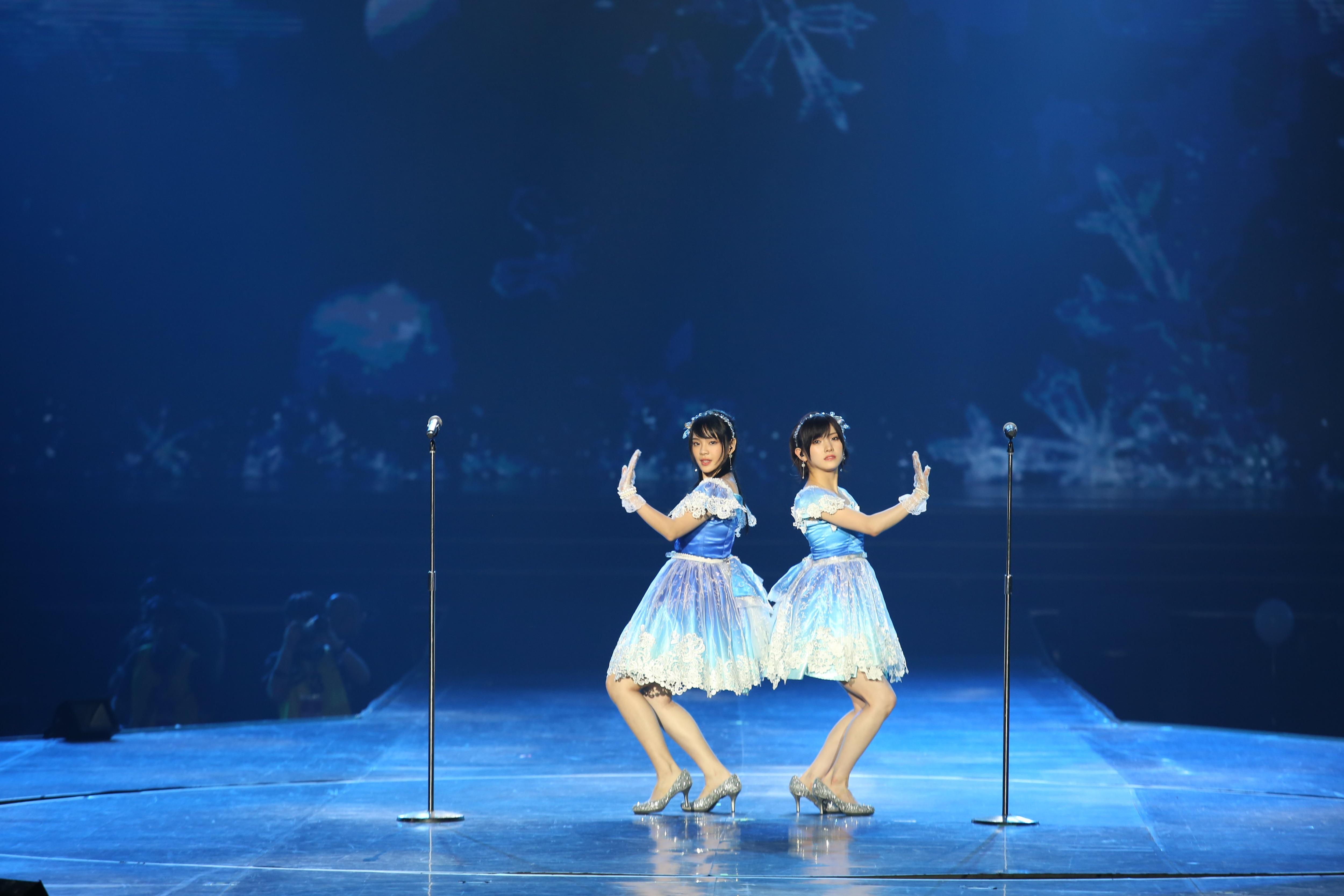 AKB48ほか、海外の姉妹グループが集結し『恋するフォーチュンクッキー』を熱唱!【写真23枚】の画像007