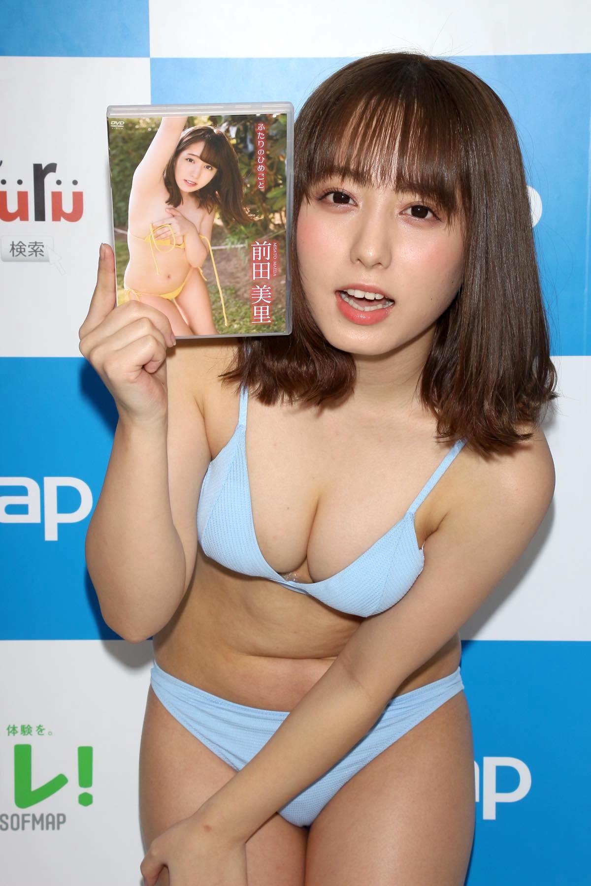 前田美里「胸元ガッツリ開いた競泳水着」に挑戦して、緊張!【写真44枚】の画像040