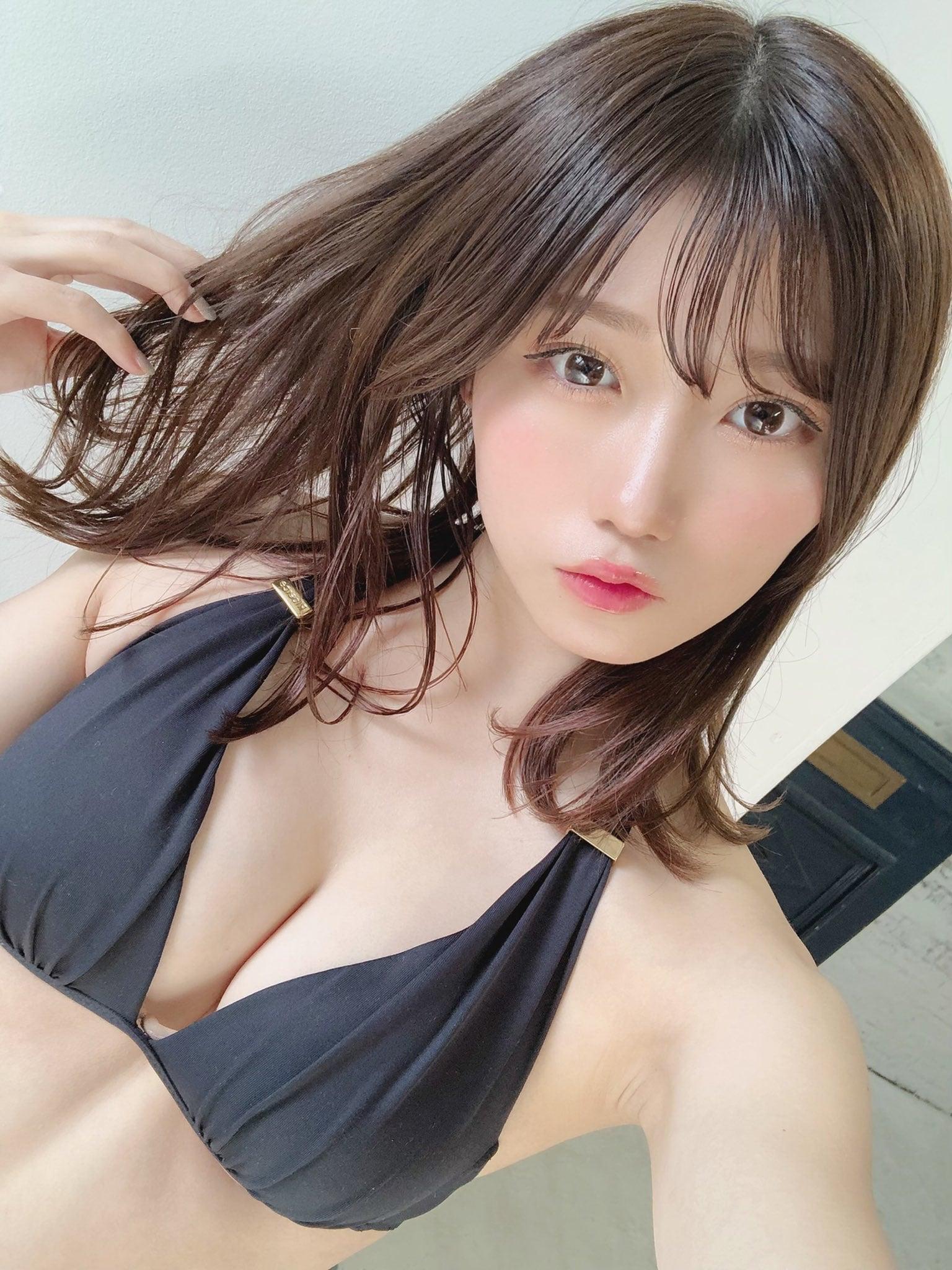 NMB48菖蒲まりん「オトナなホルターネックにドキッ…」グラビアのオフショットを披露【画像2枚】の画像002