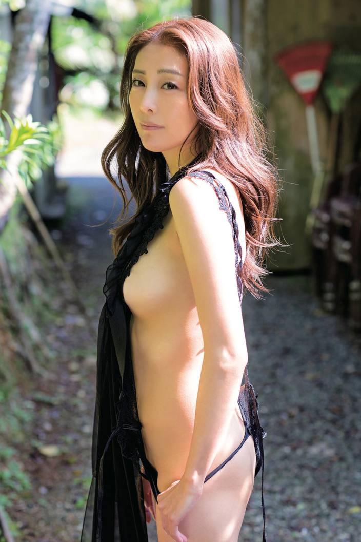 熊切あさ美「10年ぶり」40歳の美ボディを限界露出!【写真8枚】の画像