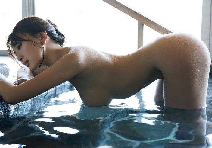 森咲智美「ハダカでギリギリポーズ」プロフェッショナルな入浴ショットの画像