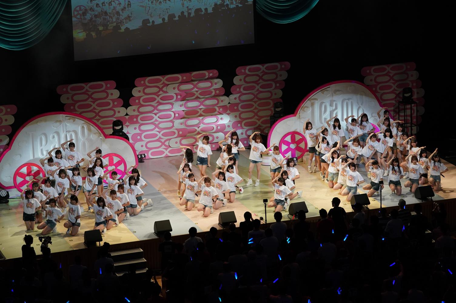AKB48チーム8大阪公演開催、OGメンバーも集結!【写真22枚】の画像004