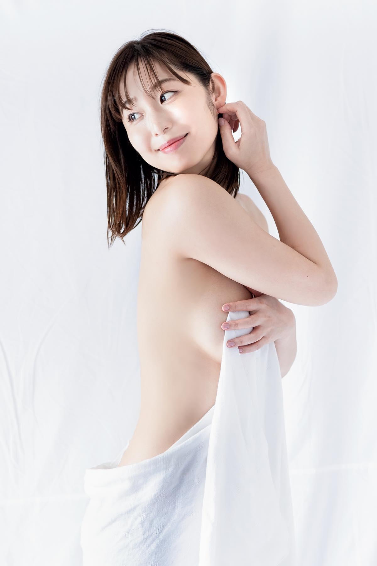塩地美澄「元女子アナが手ブラ姿に」グラマスボディは圧巻【画像12枚】の画像002
