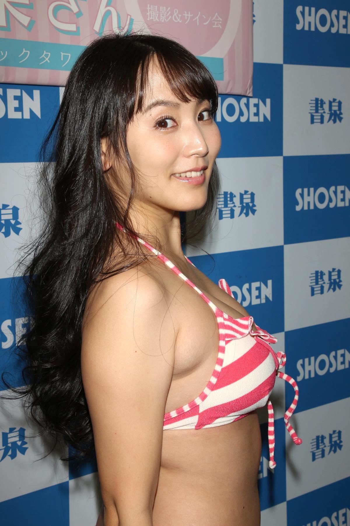 浜田由梨のグラビア水着ビキニ画像016