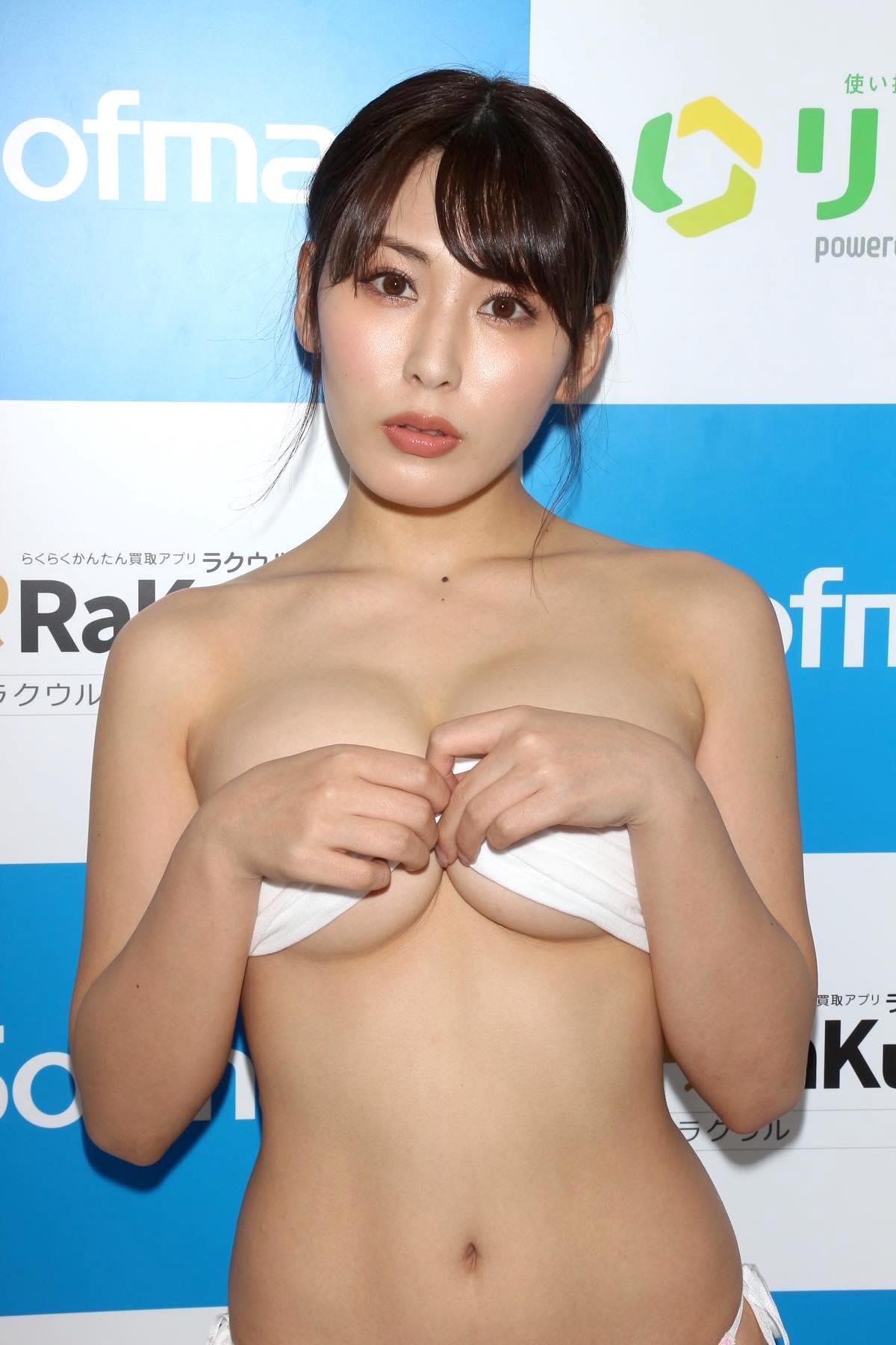 金子智美の水着ビキニ画像26