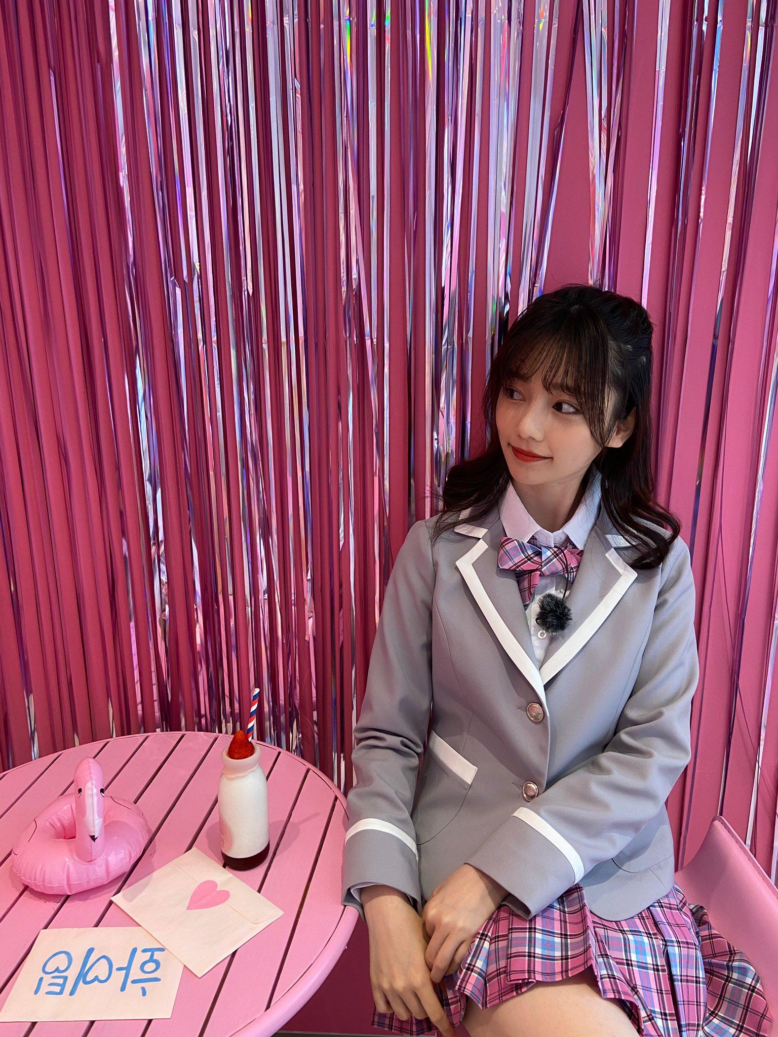 元AKB48島崎遥香「投票してくれますか?」学生服姿で美脚を披露にファン興奮!【写真3枚】の画像002