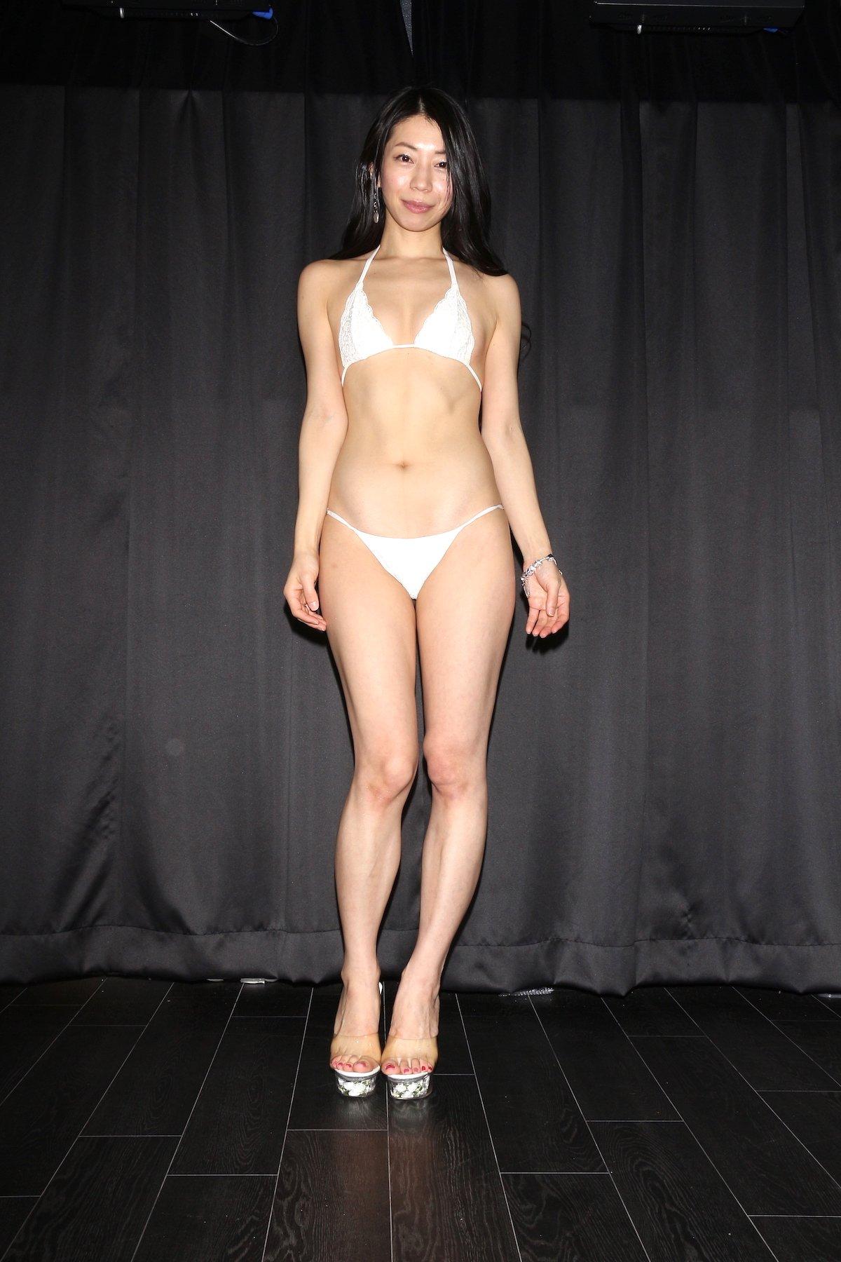 岩崎真奈「ベンチの縁にこすったり」私史上最高にセクシー【画像50枚】の画像003