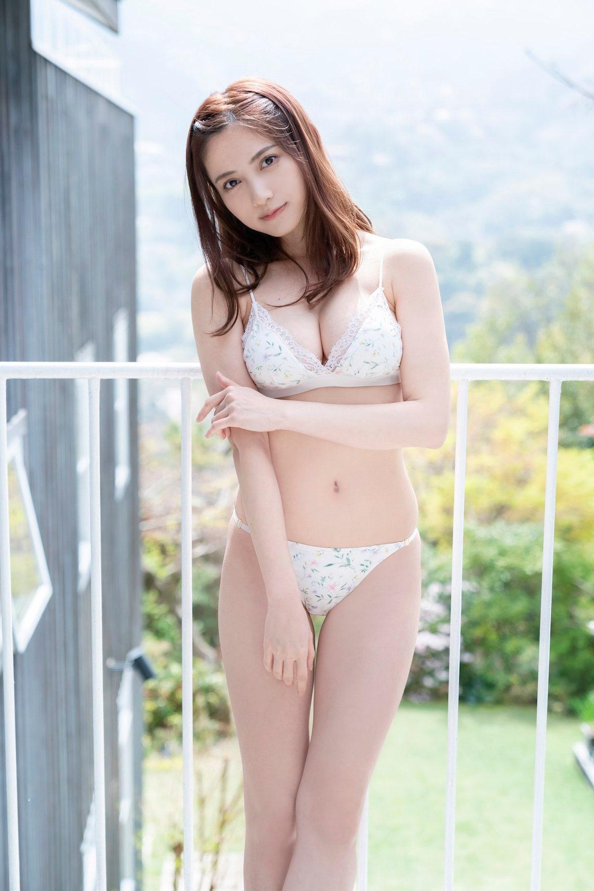 桃月なしこ「透き通る美肌」『週刊ヤングマガジン』のアザーカットを大公開!【画像5枚】の画像002
