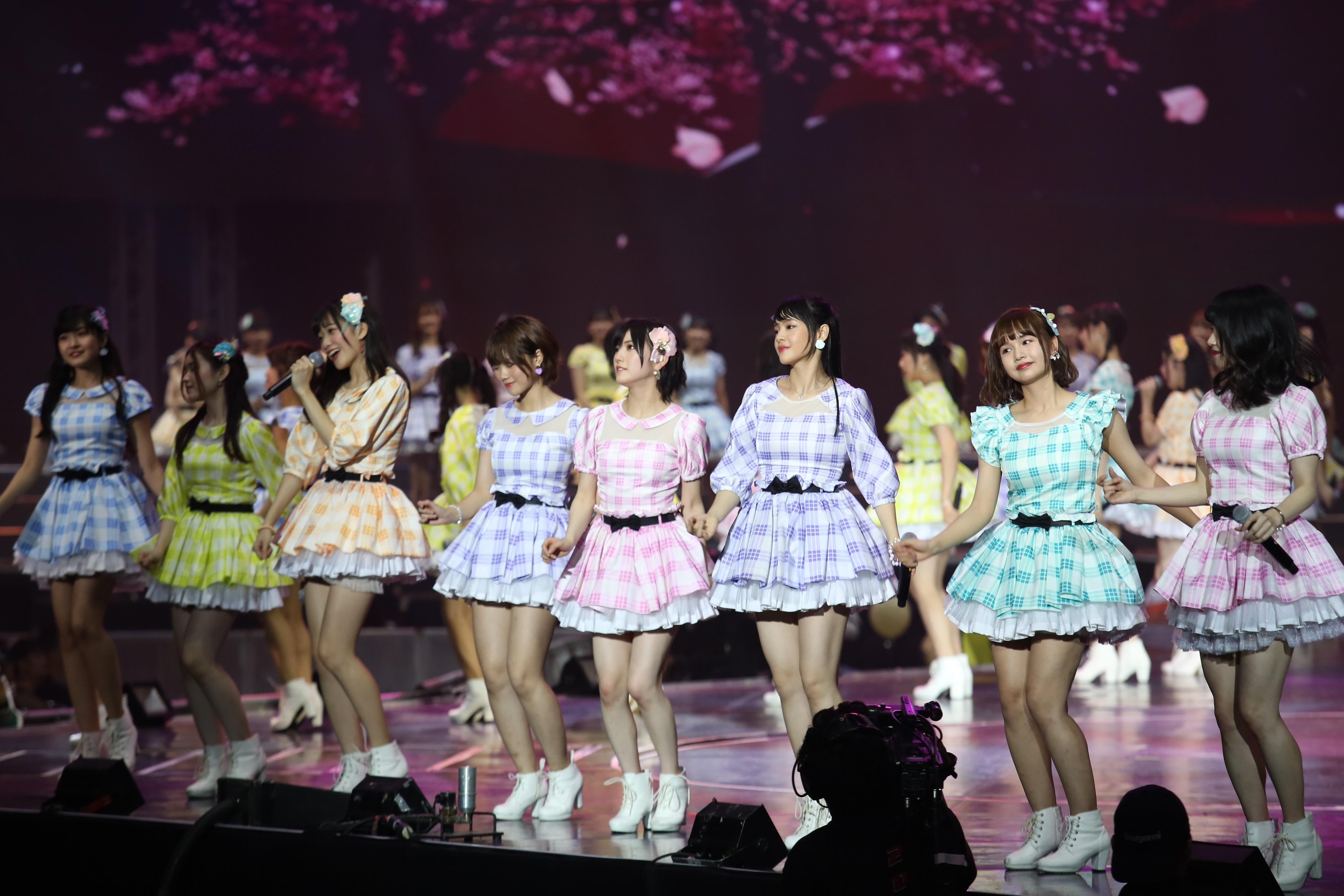 AKB48ほか、海外の姉妹グループが集結し『恋するフォーチュンクッキー』を熱唱!【写真23枚】の画像009