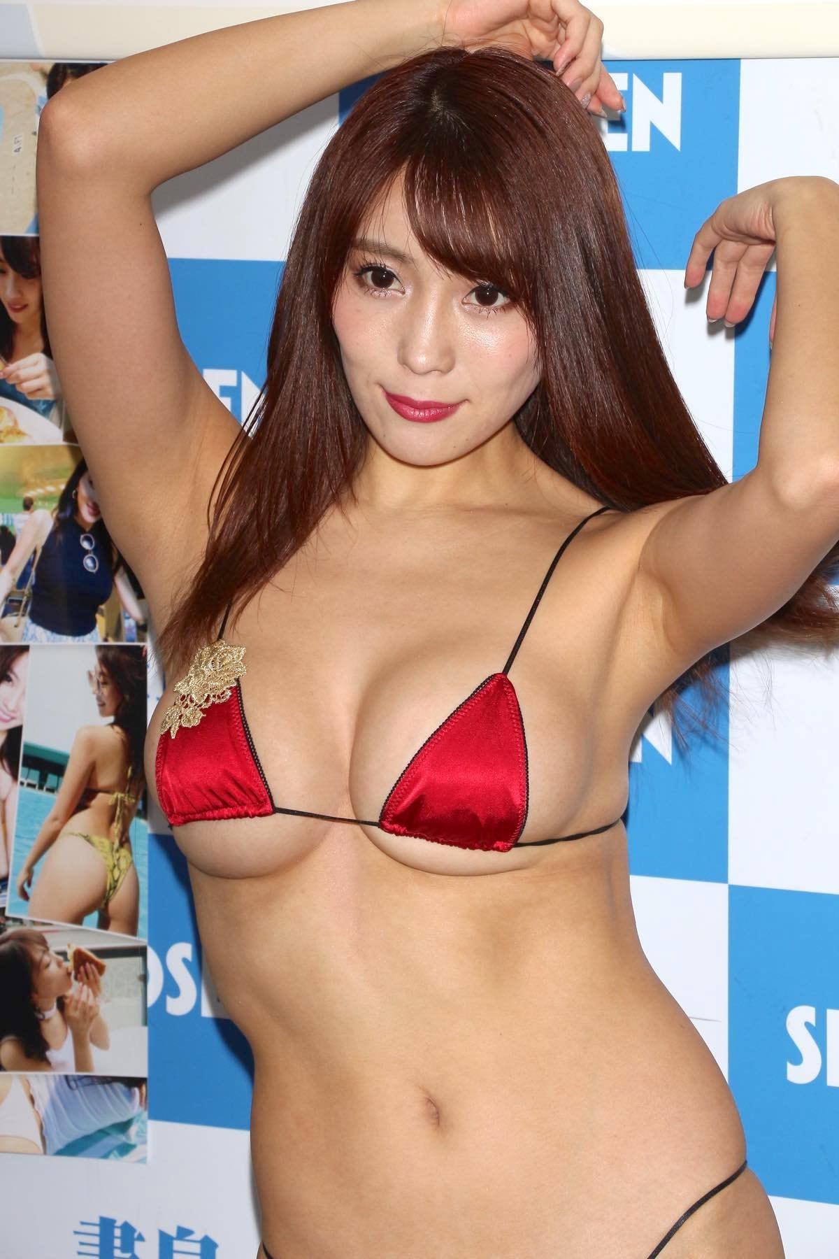 森咲智美の水着画像18