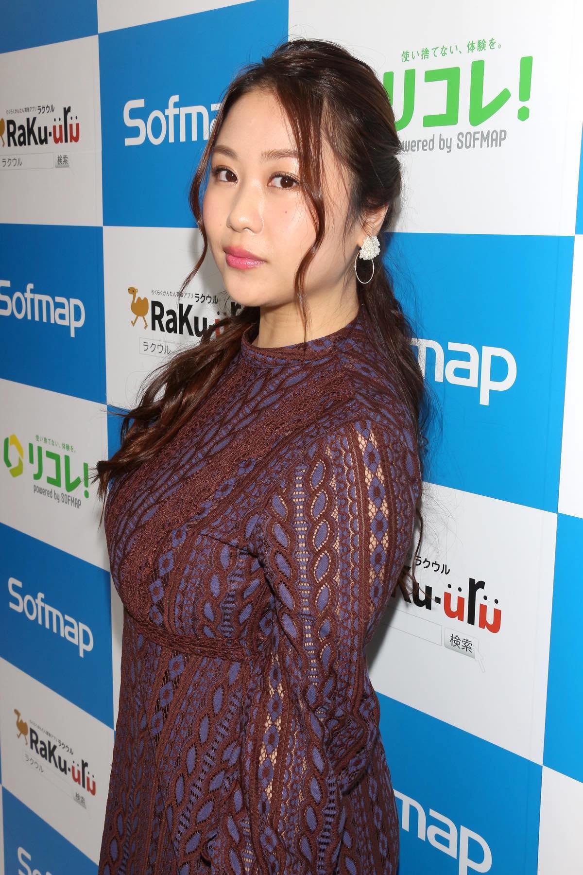 西田麻衣「きわどい水着が多かった」44枚目のDVDでも攻めまくり!【写真37枚】の画像017