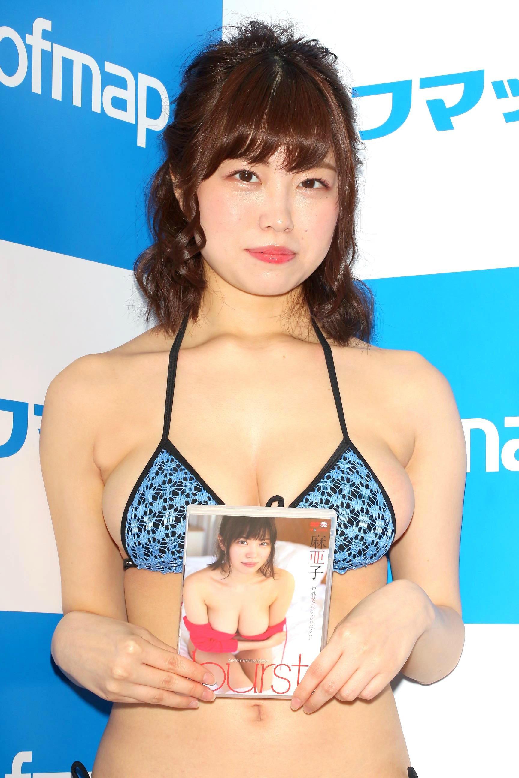 麻亜子「はみ出しバスト」が大爆発!【写真29枚】の画像022