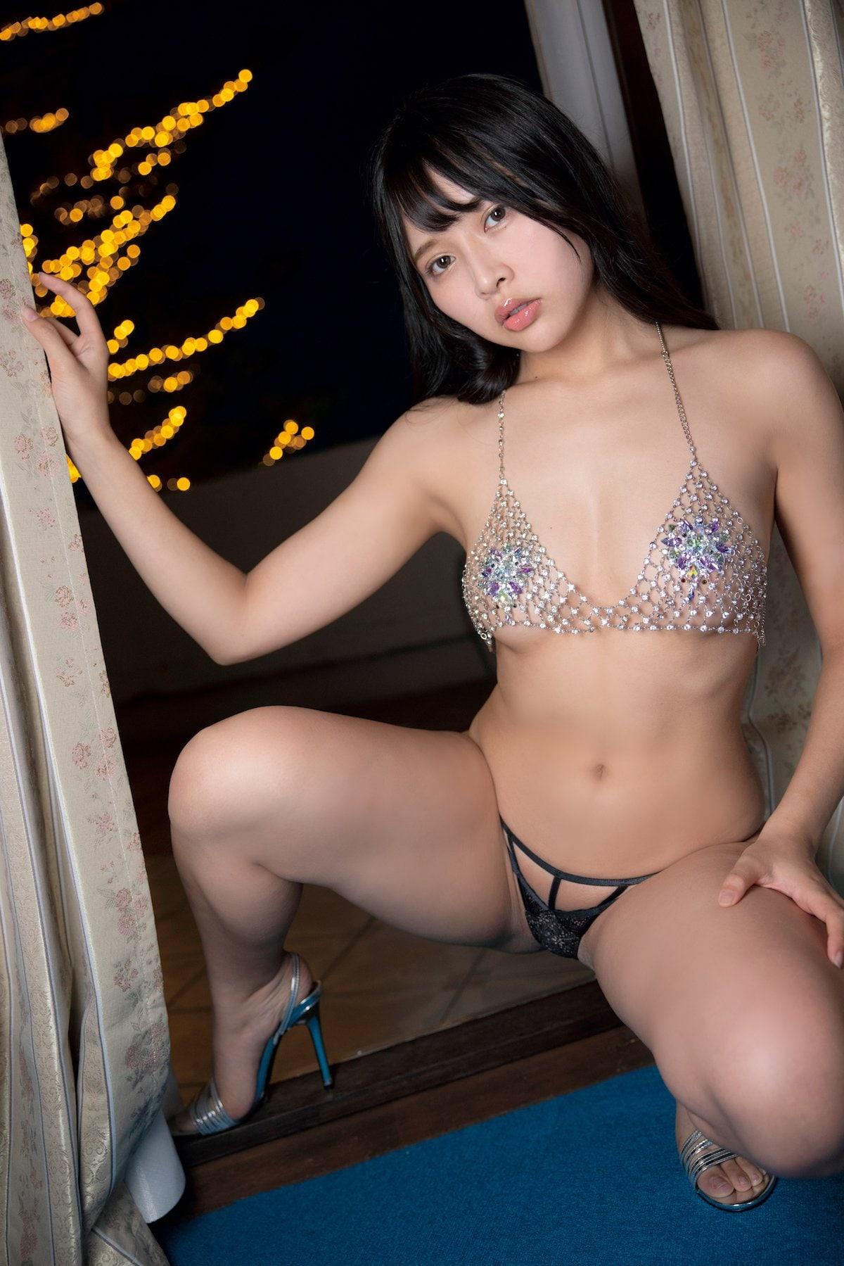 橋本ひかり「ヒモはいらないの」手ブラで露出度の限界に挑戦【画像9枚】の画像009