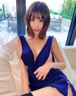 YouTuberみもれもん「これがエロ可愛いの最前線!」想像かきたてるセクシーなミニドレスにドキっ【画像3枚】の画像