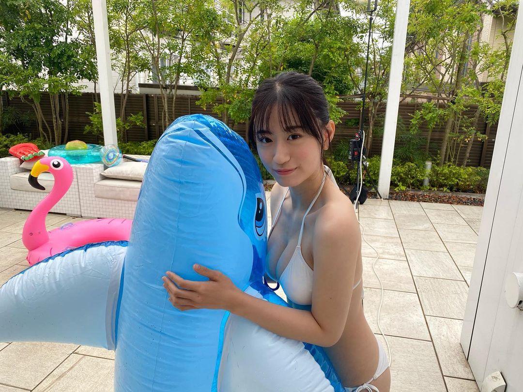 """NMB48上西怜""""グループ屈指の美ボディ""""「イルカが羨ましい…」グラビア撮影のオフショットを公開【画像3枚】の画像003"""