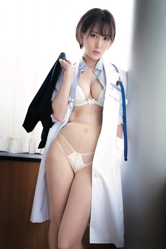 朝比奈祐未「えっちな女医さん」がローションまみれでぬるぬるに!【写真9枚】の画像003